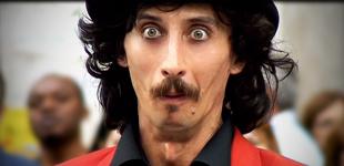 mister mustache – mr. mustache – baffi – artista di strada – spettacolo comico – clown – attore comico – street show – franco di berardino – 3