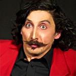 mister mustache – mr mustache – artista di strada – baffi – spettacolo – comico – franco di berardino